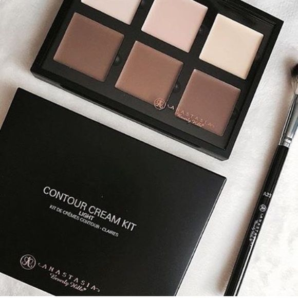 Anastasia cream contour kit •Brand new in box & authentic. Anastasia Beverly Hills, ABH •Shade: light MAC Cosmetics Makeup Concealer