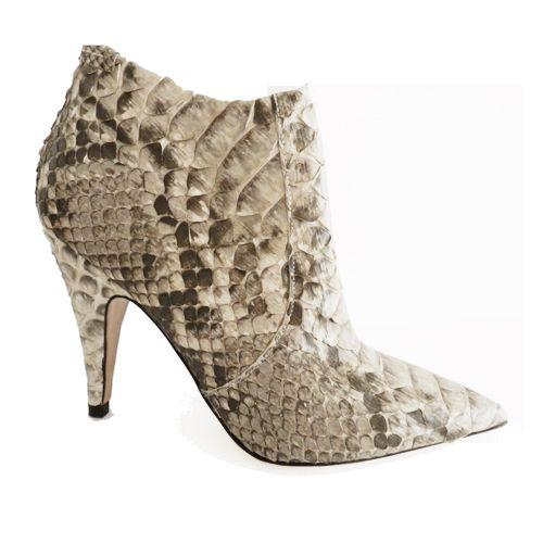 ¡REBAJAS! En la sección de calzado de Look and Stop ¿te lo vas a perder? #zapatos #carolinaherrera #prada #gucci #sale