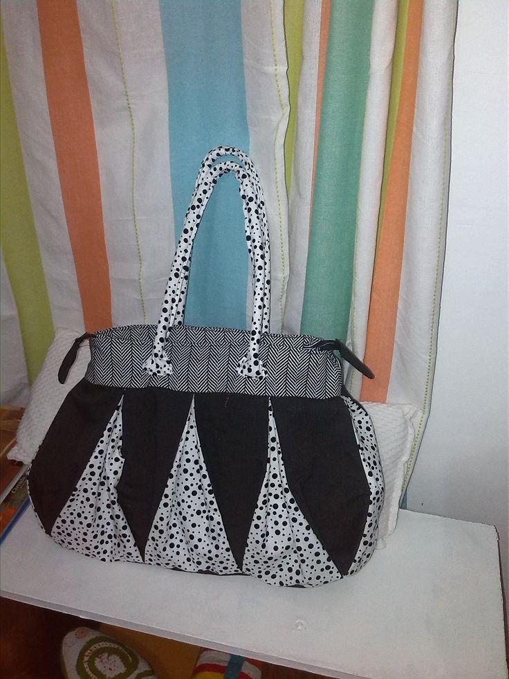 Bolsos hechos a mano por mi, diseño lindo, fresco y moderno.  Un buen detalle para cualquier mujer.
