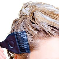 5 Möglichkeiten, um Ihr Haar sicher zu färben, wenn Sie Kopfhaut-Psoriasis haben