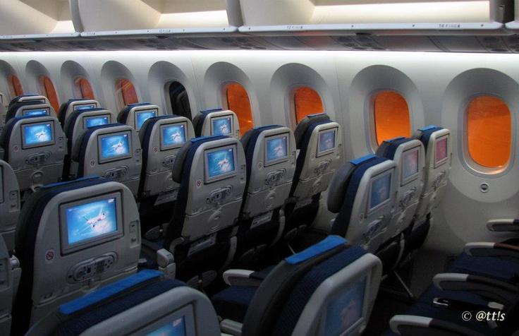 Budapest | LOT Polish Airlines - economy class - Boeing 787 Dreamliner SP-LRA Visits BUD. view on Fb https://www.facebook.com/BudapestPocketGuide credit: @tt!s  #budapest #dreamliner787