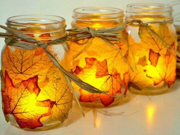 Alte Vorratsgläser mit Herbstblättern bekleben und fertig ist die Herbstdeko