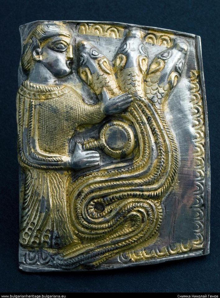 The Letnitza treasure has been dated to the mid-fourth century BC