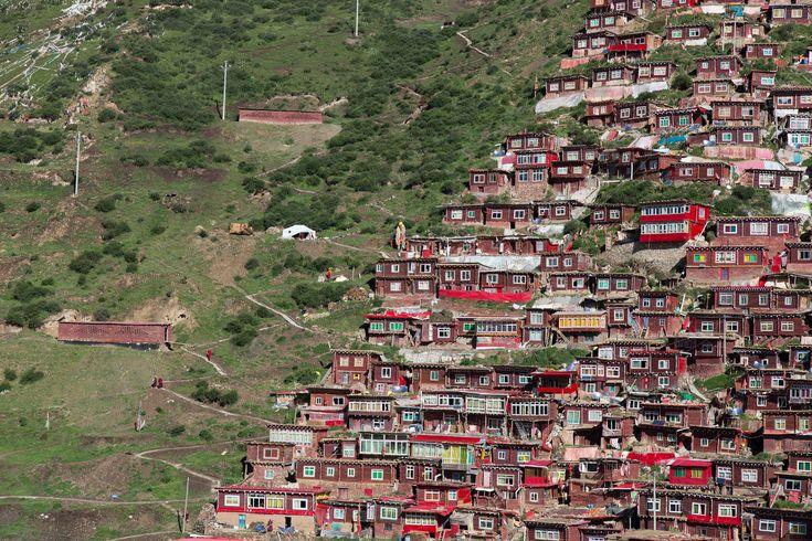 Sêrtar County of Garzê Tibetan Autonomous Prefecture, in Tibet, Kham (Xikang), China