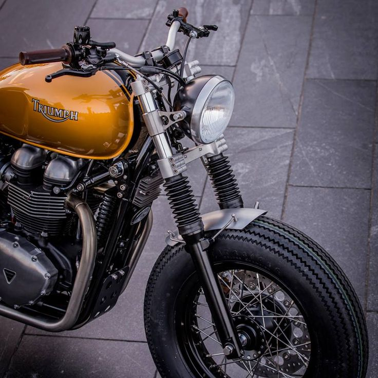 Triumph+Thruxton+900+by+Down+%26+Out+Cafe%CC%80+Racers+06.jpg (960×960)