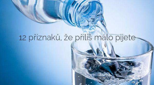 12 příznaků, že příliš málo pijete