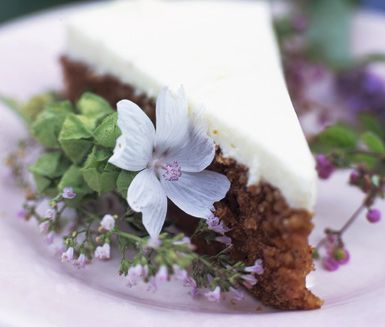 Recept: Rosendals morotstårta (Carrot cake with cream cheese frosting)