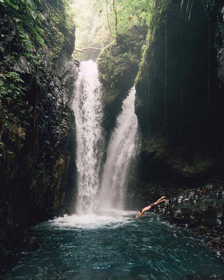 Gitgit Waterfall biasa juga dikenal dengan nama twin waterfall. Seperti namanya, lokasi wisata air terjun ini memang kembar dan lokasinya masih asri dan tentu saja sangat layak untuk dolaners kunjungi. Selain air terjun kembar tersebut juga masih banyak air terjun lain yang terdapat dilokasi wisata Gitgit Waterfall. Disini juga terdapat air terjun setinggi 50 meter ini siap menyambut dolaners dan membuat dolaners takjub dengan sensasi keindahannya.