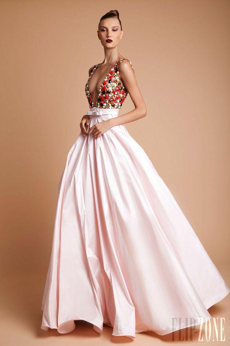 Rani Zakhem - Alta Costura - Otoño-Invierno 2013-2014 - http://es.flip-zone.com/fashion/couture-1/independant-designers/rani-zakhem-4078