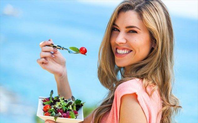 Πρόκειται για μια δίαιτα εύκολη και αποτελεσματική που όμως υπόσχεται να μη σας αφήσει να πεινάσετε! Επίσης είναι μια διατροφή κατάλληλη γι΄αυτήν την εποχή, που όλοι λόγω αύξησης της θερμοκρασίας προτιμάμε τα πιο ελαφρά γεύματα