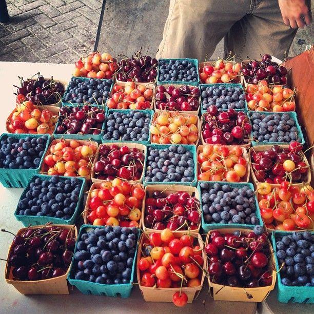 J'amour allé à le marché de fermier dans Welland et obtenis les fruit dans l'été! Rien est mieux que fruit à frais de un chaud jour de été!!