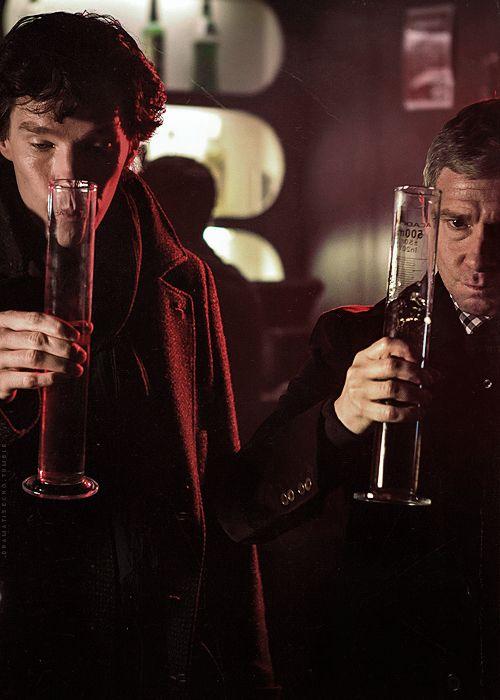 Sherlock Holmes (Barfelsnarf Crumplesnout) and Dr. John Watson (Martin Freeman).