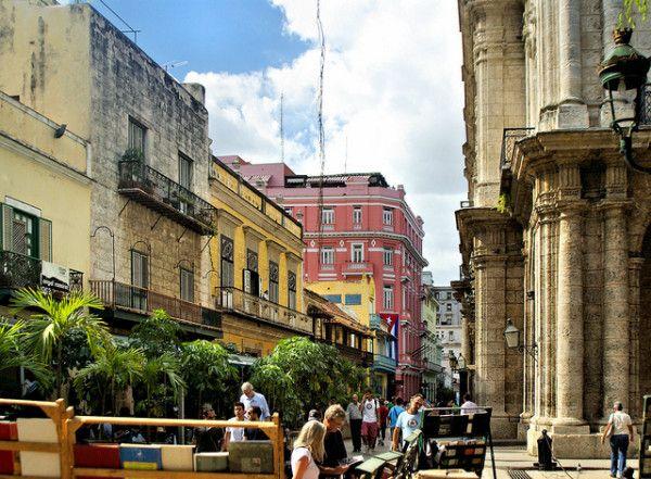 Interesting Facts About Cuba: Plaza de Armas