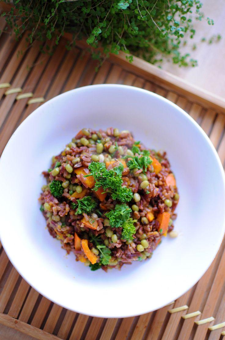 Indiánska ryža s hokkaido tekvicou, mungo fazuľkami a kučeravým petržlenom- chutný, sýty a farebný recept na sychravé jesenné dni.