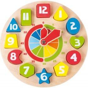 Tik-tak, tik-tak! Pre deti býva ťažké pochopiť koľko je štvrť, pól a trištvrte. Pomocou drevených hodín sa učenie čítania času z ručičkových hodín stane hrou. Ručičky na drevených hodinách sa ľahko prestavia pootočením. Na hodinách sú vyznačené aj minúty, každých 5 minút. Okrem učenia hodín si deti zopakujú aj tvary a farby.