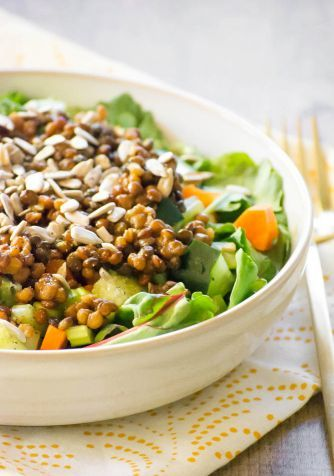 Salată mediteraneană cu linte (rețetă anti-îngrășare)