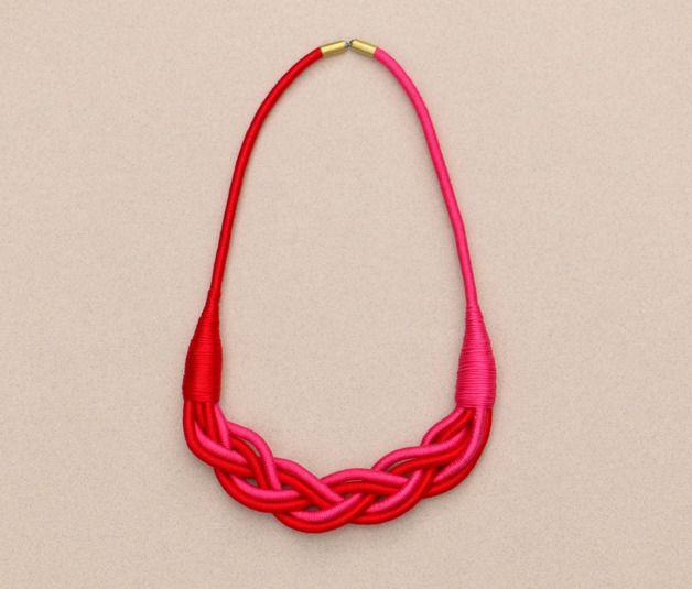 Stoffketten - Geflochtene Stoffkette rot pink - ein Designerstück von BeataTe bei DaWanda