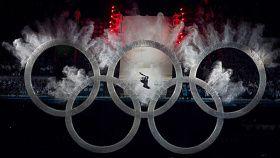 Alors qu'il accueillait les Jeux olympiques pour la troisième fois, le Canada a envoyé sa plus importante équipe de l'histoire des Jeux d'hiver à Vancouver où il a remporté un nombre record de médailles.