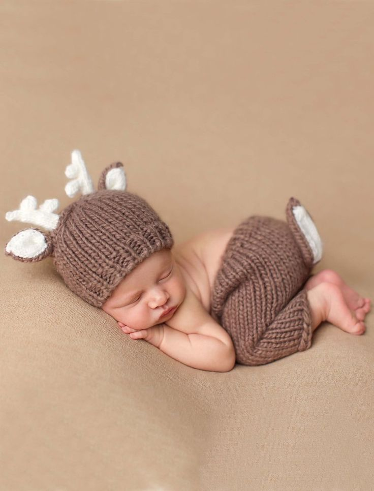 "This adorable ""Hartley"" deer knit set is perfect for your newborn. These are perfect for a shower gift or photo prop. The set includes the knit hat and knit pants. Hand knit from 100% Super soft Icela"