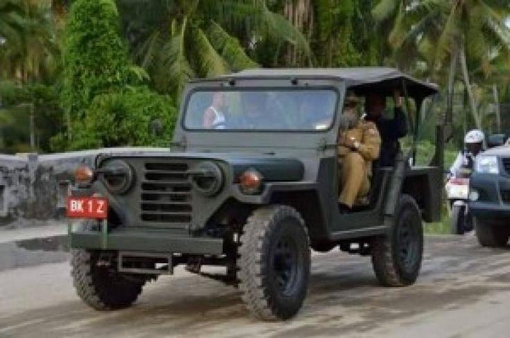 """Rencana Beli Mobil Jeep Seharga Rp 3 miliar Pemko Tanjungbalai Dinilai Sakiti Hati Masyarakat  KONFRONTASI - Rencana Kerja Pemerintah (RKPB) Pemerintah Kota (Pemko) Tanjungbalai tahun 2017 tengah menjadi perhatian masyarakat. Hal itu disebabkan dalam RKPB tersebut Pemko Tanjungbalai akan membeli mobil Jeep sebagai mobil dinas Wali Kota.  Harganya cukup fantastis. Pemko Tanjungbalai mengalokasikan sebesar Rp 37 miliar untuk membeli mobil itu.  """"Kita tidak tahu apa alasannya sehingga Tim…"""