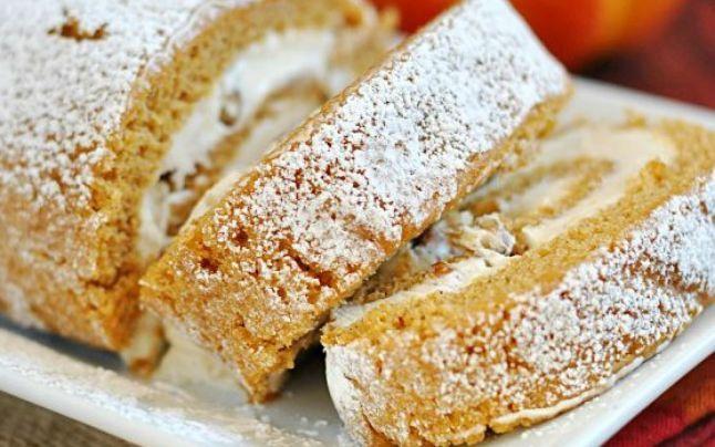 Desertul de duminică: Ruladă cu dovleac şi cremă de brânză