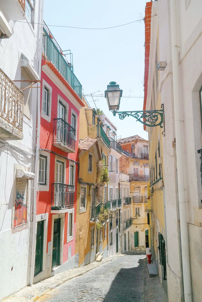 A Quick City Guide to Lisbon, Portugal - how to get there, how to get around while you are there, where to stay, where to eat, and what to do!