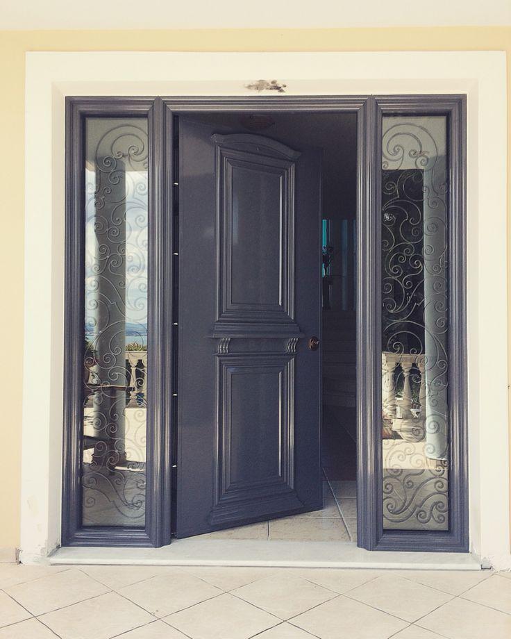Πόρτα Ασφαλείας αλουμινίου με σταθερά τζάμια triplex με χειροποίητα μεταλλικά σχέδια. http://alouminia-koufomata.gr #mparolas #aluminium #safetydoor