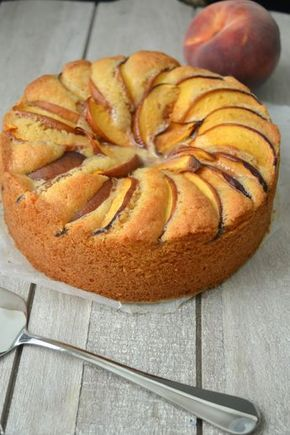 Nou dit is me toch een lekkere taart! Ik zag hem op de blog Uitpaulineskeuken en besloot hem meteen dit weekend te maken. Een heerlij...