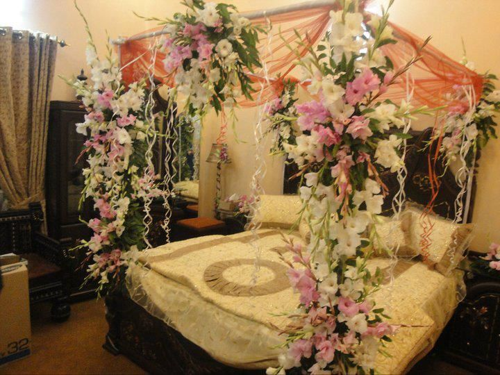 Classic bedroom decoration for wedding night