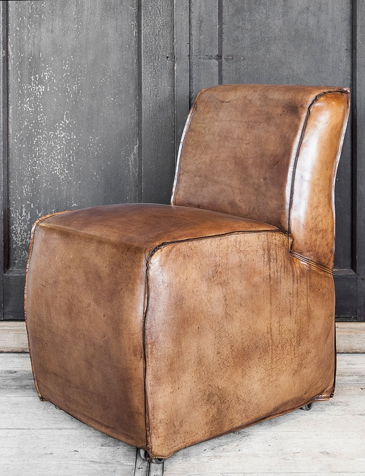 lederen stoel comfortabel cognac wieltjes - Very comfortable, cognac leather chair with wheels. - woontheater