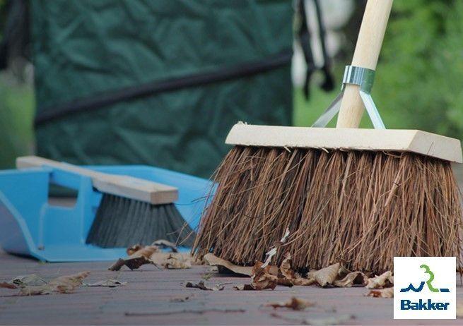 Nu al klaar met al die bladeren in je voor-en achtertuin? Heeft moeder natuur van je prachtige tuin een grote bende gemaakt? Wij hebben dan het tuingereedschap voor jou! Hiermee onderhoud je je tuin en blijft het netjes! Nieuwsgierig naar ons aanbod? Bekijk het nu! https://www.bakkerbuitenleven.nl/tuinhout/bevestiging-onderhoud/tuingereedschap.html