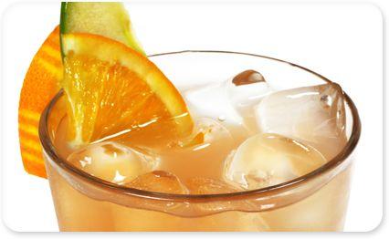 Recette Cocktail apple snake : Dans un shaker, mélangez ensemble la crème de cassis, le calvados, le jus de citron et le jus d'orange.Servez frais dans un ver...