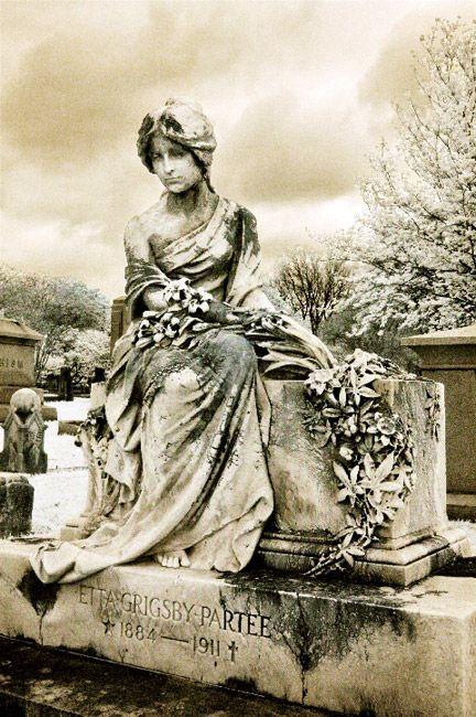 Elmwood Cemetery in Memphis TN