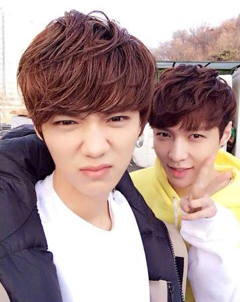 They are so cute~! Luhan and Lay- Exo and Exo-m