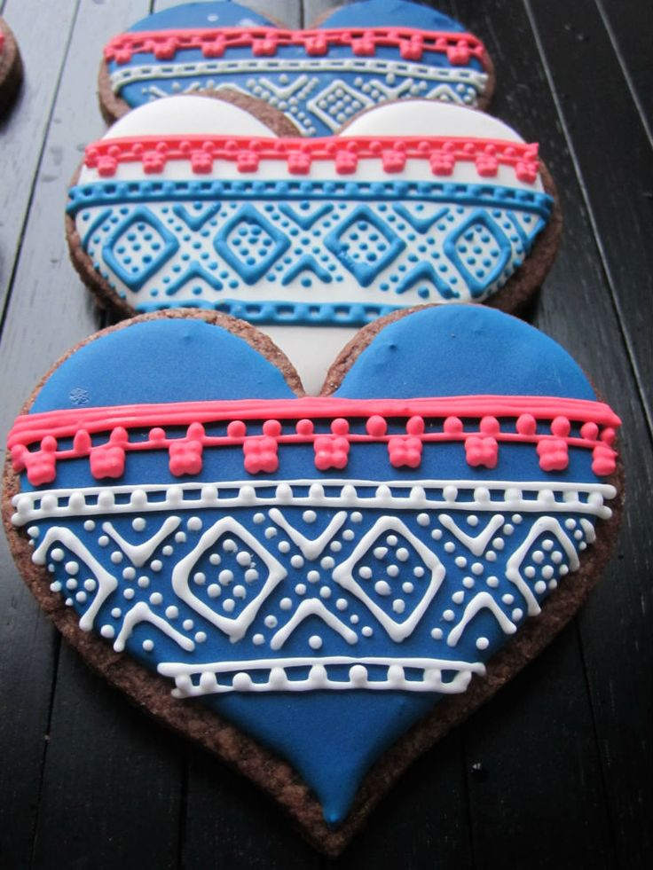 Learn how to put this classic Norwegian knitting design on cookies in this simple step-by-step tutorial!