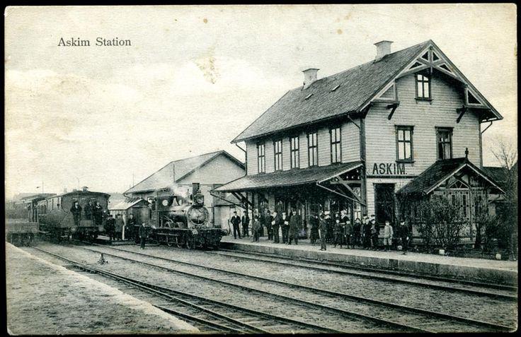Østfold fylke, ASKIM STATION med tog og folk, ca. 1910 Utg Askim papirhandel stpl. Askim 1910