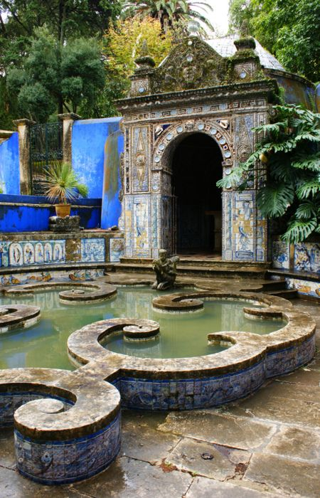 Gardens of the Palace of Fronteira, Portugal. Walls designed like this would look great in a garden landscape as well.