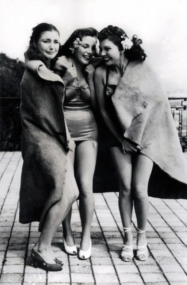Fashion 1940s Two Female Models Flirty 40s Style Evening: 14 Best Images About 1940s