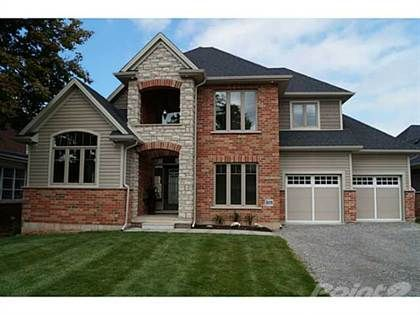Luxurious living awaits you in this nearly 2300 sq ft beautiful bungaloft in Grimsby. Custom built by multi award winning Phelps Homes with open concept designs dramatic vaulted ceilings in great roo