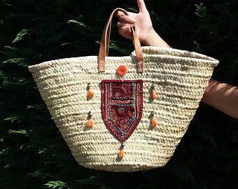Capazo etnico estilo Ibiza, de palma con asas de cuero cosidas a mano. Muy grande, cesta de la compra, playa, picnic, esporta paja bohochic
