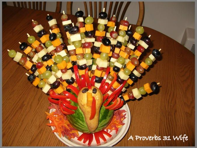 Edible Thanksgiving Centerpiece — this turkey-shaped fruit arrangement is from A Proverbs 31 Wife. Click through for great instructions on arranging everything.