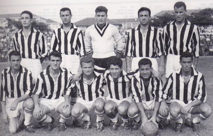 El equipo Del Trió Mágico, fueron importantes en la conquista del décimo scudetto con 51 puntos y por tanto, de la primera Estrella de Oro al Mérito Deportivo otorgada por la Federación Italiana de Fútbol,  en la temporada 1957/58. En sesenta años el equipo turinés fue el primero en lograr diez campeonatos.