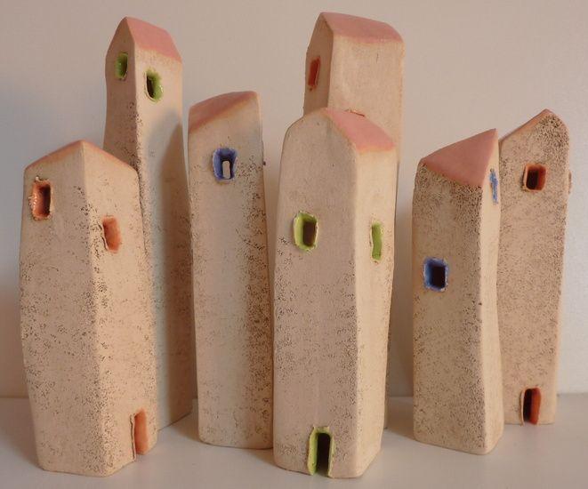 ceramic from Elly van de Merwe - Groepje kleine huisjes, vrolijke kleurtjes.