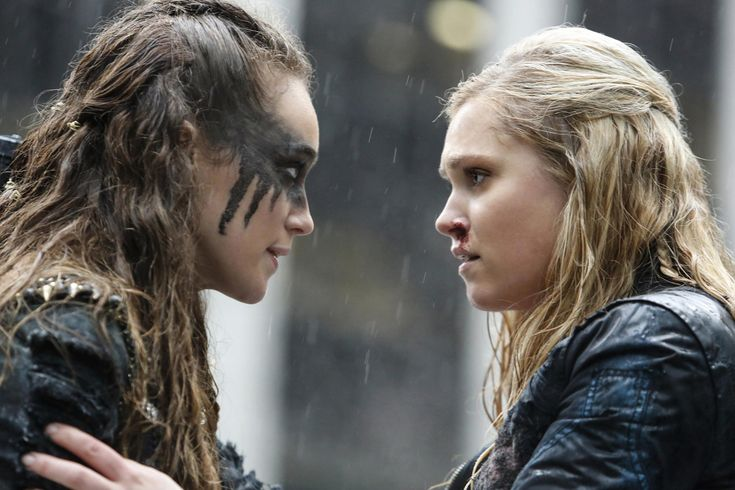 "The 100 -- ""Perverse Instantiation - Part Two"" -- Image -- Pictured (L-R): Alycia Debnam-Carey as Lexa and Eliza Taylor as Clarke -- Credit: Bettina Strauss/The CW -- © 2016 The CW Network, LLC. All Rights Reservedpn Clarke E Lexa, Clarke The 100, Lexa The 100, The 100 Clexa, Clarke And Finn, The 100 Tv Series, The 100 Serie, The 100 Show, The Walking Dead"