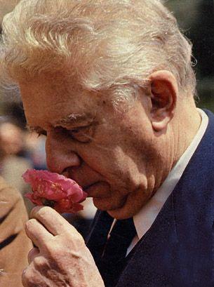 """#IConCultura """"Io sono qui perché ho scritto poesie, un prodotto assolutamente inutile, ma quasi mai nocivo"""".   - Eugenio Montale (1896 – 12 settembre 1981)  Dal discorso tenuto all'Accademia di Svezia, ricevendo il premio Nobel, 12 dicembre 1975."""