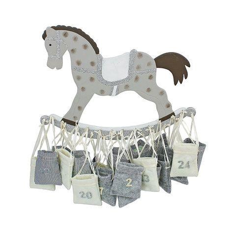 Koník hlídá sáčky, které jsou schválně různě zpřeházené, jen ať se děti baví hledáním (45 x 33 cm, za 999 Kč); Almara shop