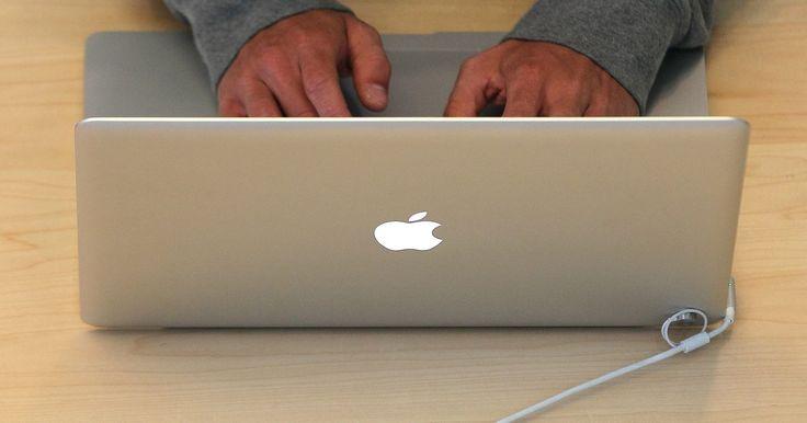 """Como formatar um cartão de memória para Mac. Cartões de memória, também chamados de """"flash drivers"""" ou """"drives USB"""", são uma maneira fácil de salvar e transferir arquivos de computador. Um cartão de memória possui uma capacidade determinada de armazenamento. Quando você insere um cartão de memória numa porta USB, o drive aparece no computador e você pode copiar dele ou para ele, como ..."""