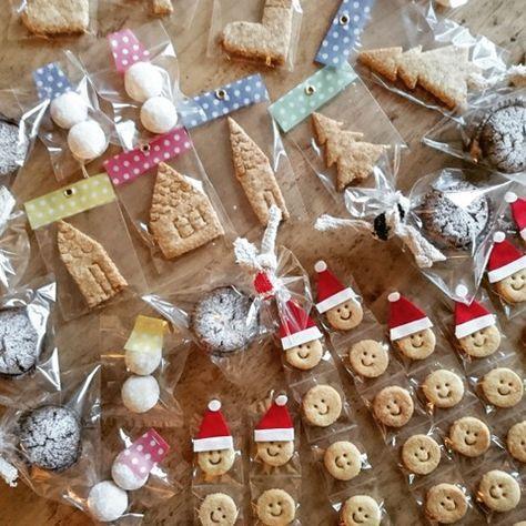 いつものおやつを、ちょこっと手を加えるだけで、簡単にクリスマスなお菓子に変身♥ おうちにあるこどもの工作のフェルトの残りや、カラフルな紙をちょこっと切り取ってボンドやハトメで付けるだけ♥ 作る大人がワクワクしちゃうラッピングを紹介します❗