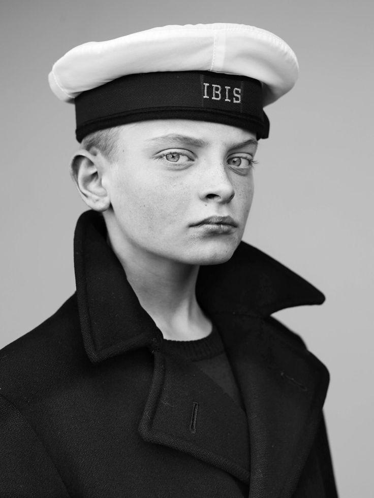 Gecharmeerd door de kinderen die in traditionele zeemanskostuums in een beschermde omgeving opgroeien, zette fotograaf Stephan Vanfleteren all