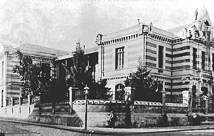 Antiguo edificio del Instituto Pedagógico en Cumming con Alameda, Santiago